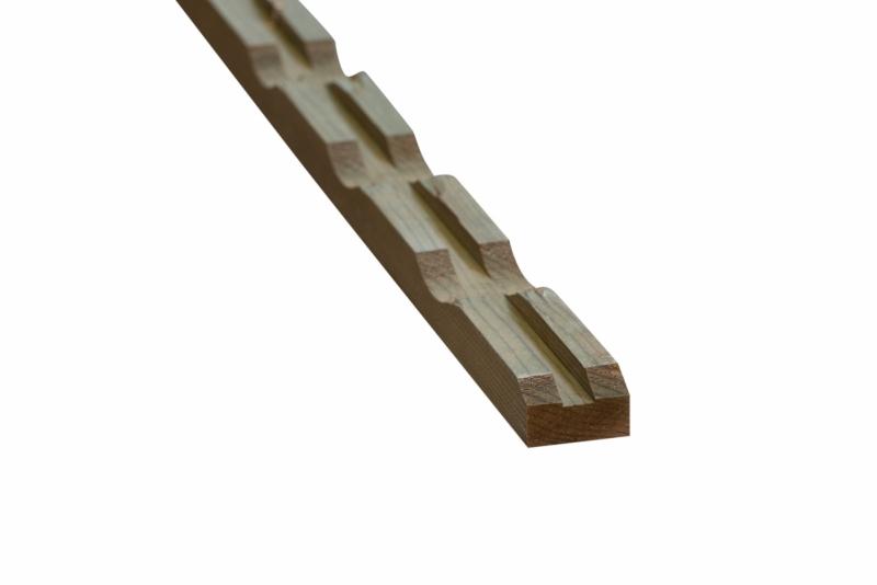 Vuren ventilerende achterlat 28x45 mm